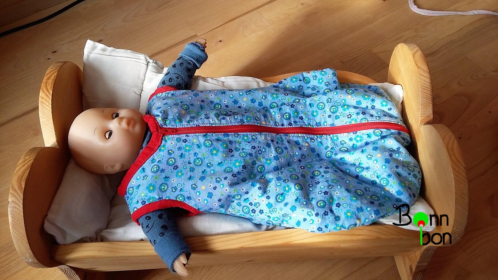 Puppe im Puppenschlafsack